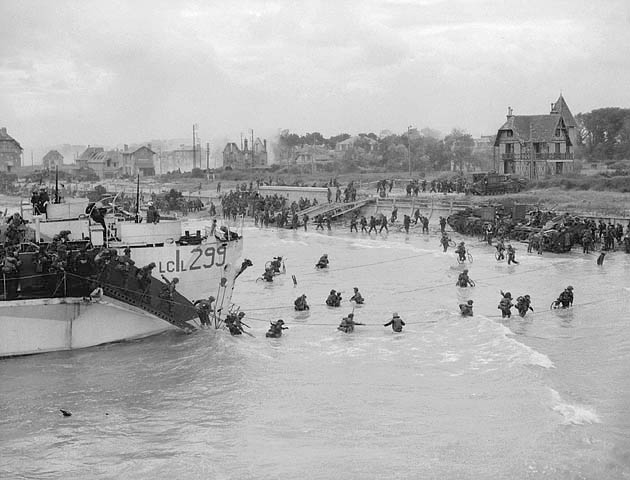 Canadian troops landing at NAN Beach