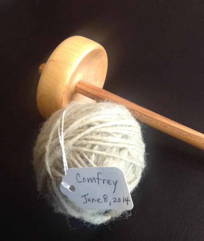 Comfrey-dyed spun wool