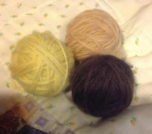 spun wool, dyed with Goldenrod (yellow), Meadowsweet (peach) and Oak leaves/iron modifier (dark brown)
